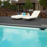 zwembad loungebed